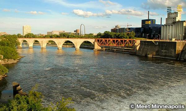 ストーン・アーチ・ブリッジ Stone Arch Bridge