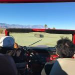 砂漠の中を駆け巡るアクティブジープツアー