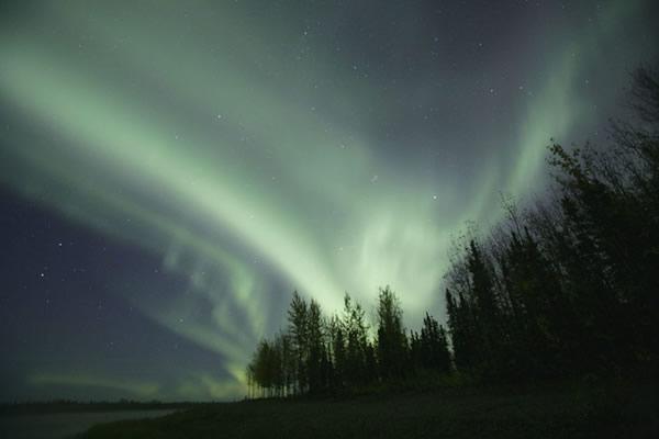 幻想的な光のカーテン オーロラ