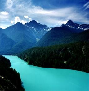 不思議な景観 ロス湖とダイアブロ湖