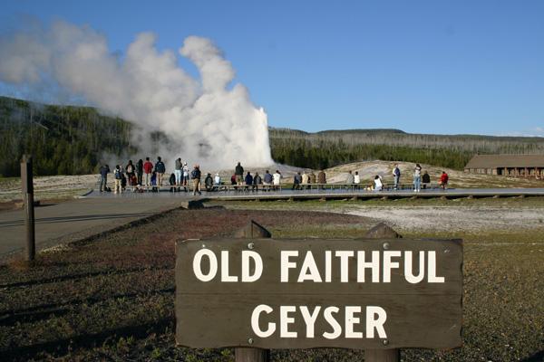 オールド・フェイスフル・ガイザー The Old Faithful Geyser